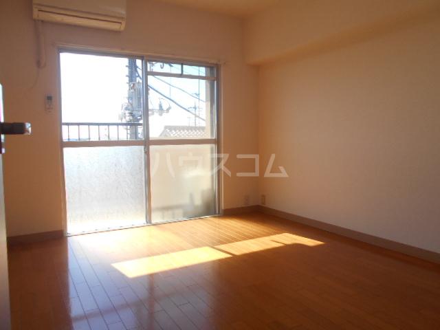 サンヒルズ太田南 202号室の居室