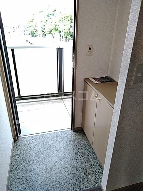 ウッディベル 203号室の玄関