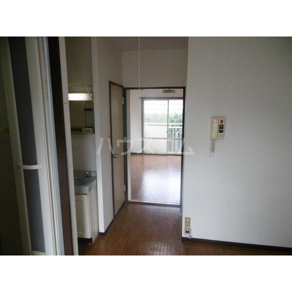 メゾンキャロット 202号室の玄関