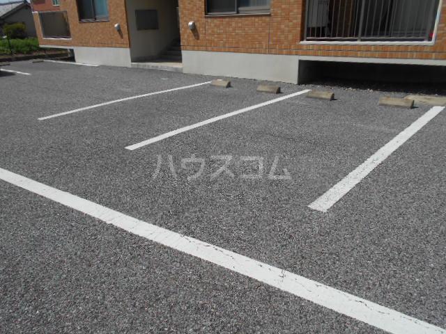 ハイツBF Ⅰ 202号室の駐車場