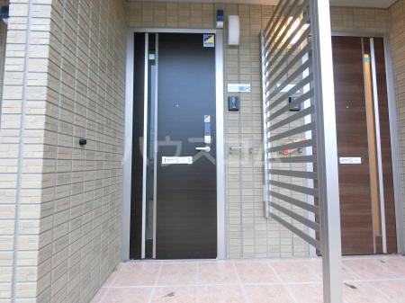 ジュピター A 203号室の玄関