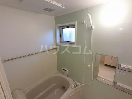 エール ド クラージュ B 102号室の風呂
