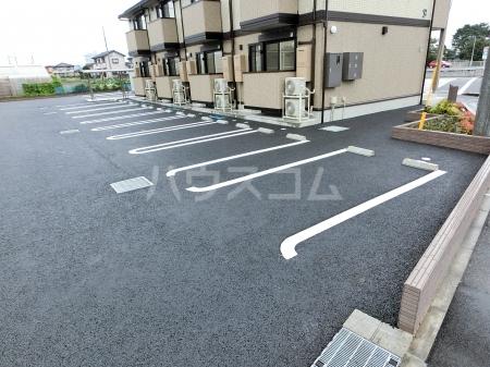 エール ド クラージュ B 102号室の駐車場