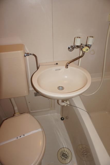第16紀州ハイツ 107号室の洗面所