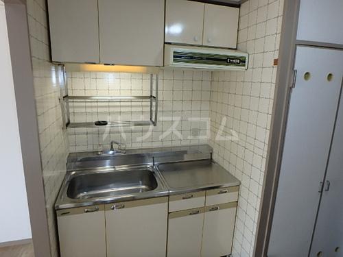 ライオンズステーションプラザ博多 507号室のキッチン