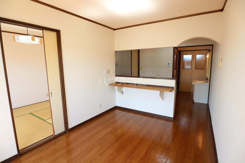 シャレル戸谷塚C 7号室のリビング