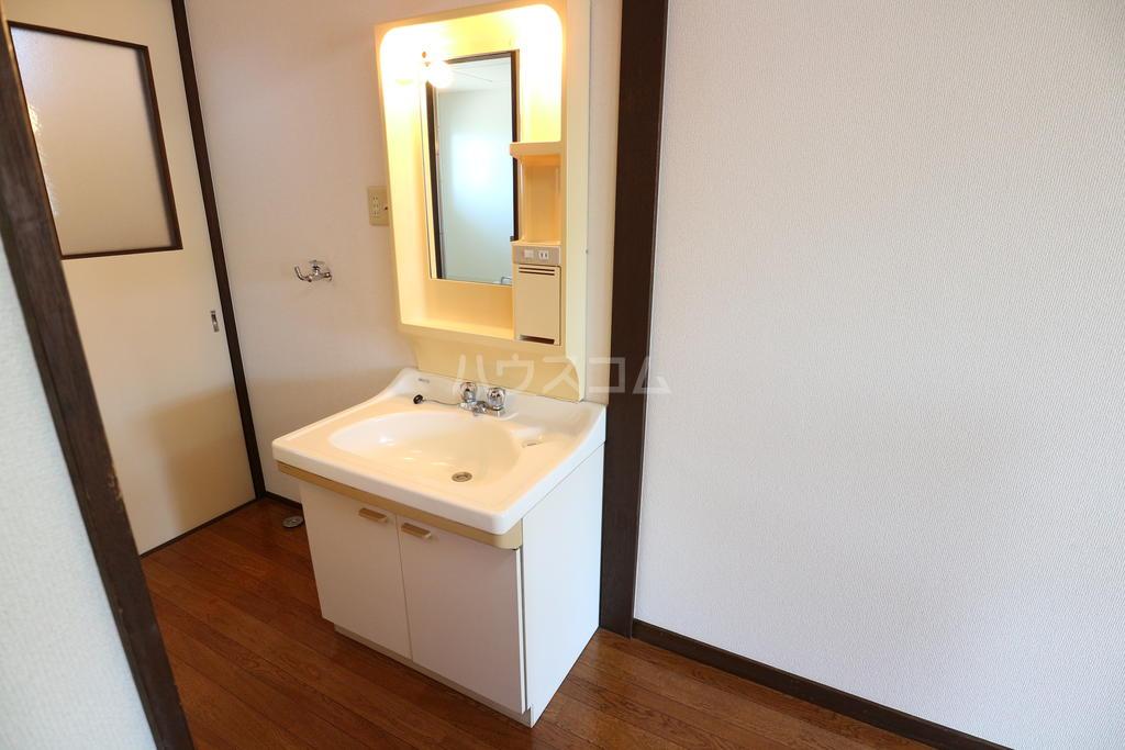シャレル戸谷塚C 7号室の洗面所