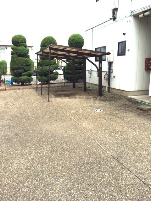 シャレル戸谷塚C 7号室の駐車場