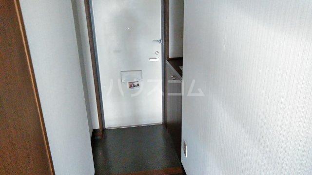 ライブパレス花水木 302号室の玄関