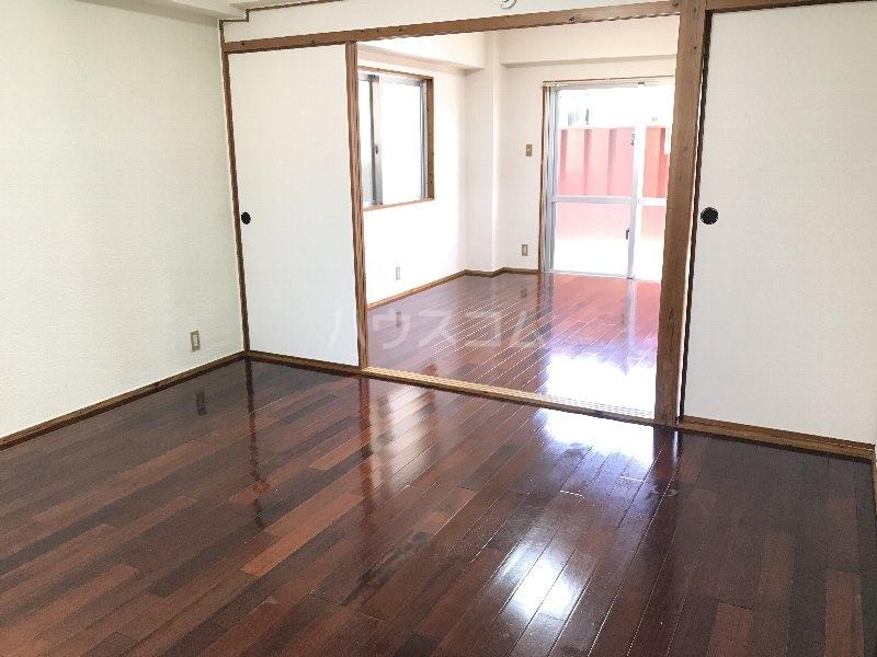 寿荘 101号室のリビング