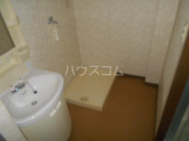 レジデンス・ラルジュ 101号室の洗面所