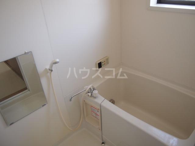 リバーサイド・コート 102号室の風呂