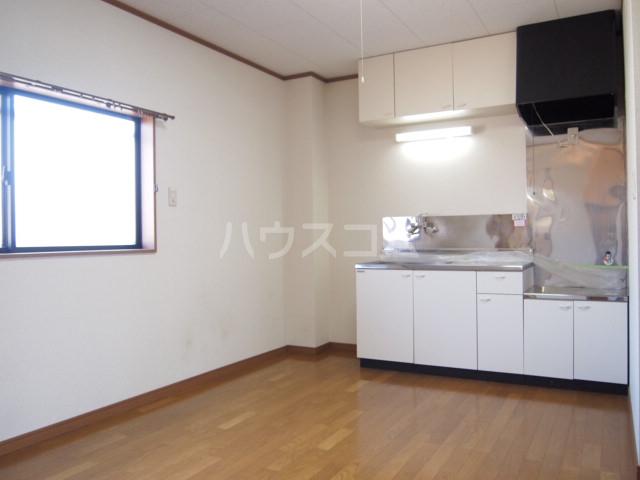 リバーサイド・コート 102号室のキッチン
