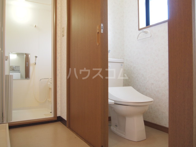 リバーサイド・コート 102号室のトイレ