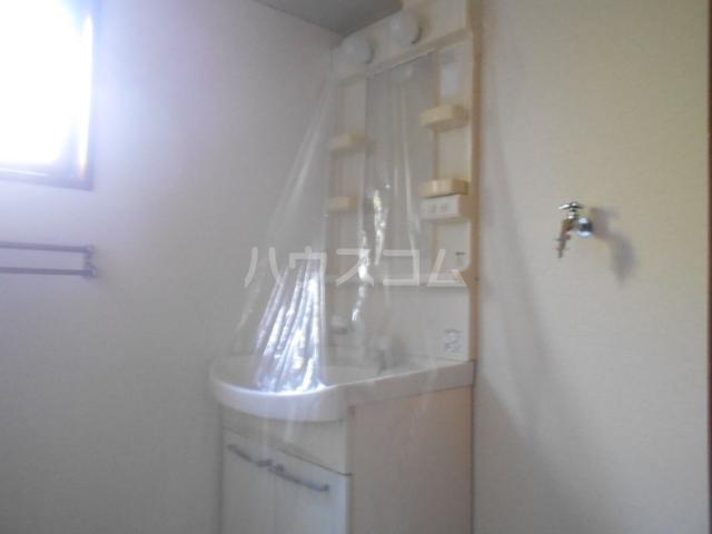 ロワール D棟 101号室の洗面所