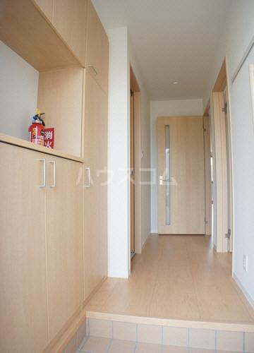 パインヴィラ 102号室の玄関