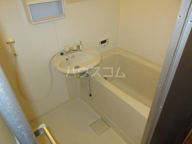 マンハイム笹野E棟 A102号室の風呂