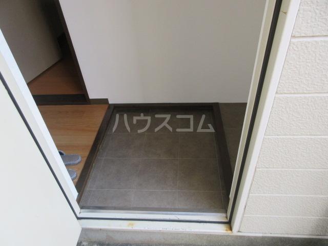 マンハイム笹野E棟 A102号室の玄関
