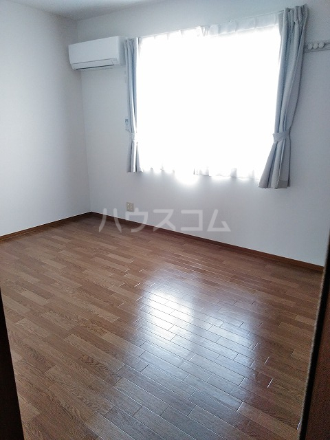 リジェール東山崎 A棟 202号室の居室
