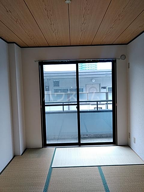 第2藤ハイツ 202号室の居室