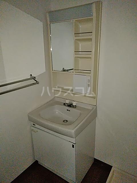 第2藤ハイツ 303号室の洗面所