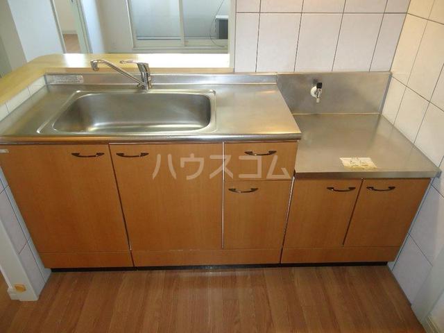メゾン・アウル 201号室のキッチン