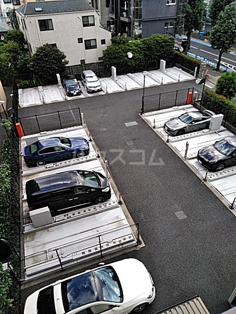 グランハイツ池尻 0413号室の駐車場