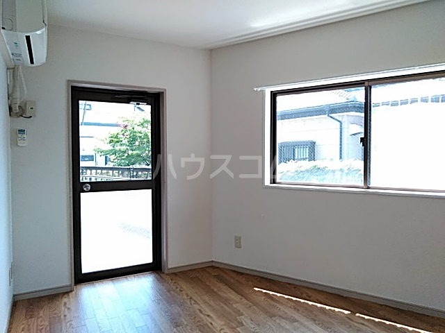 DJK花小金井マンション 203号室のリビング