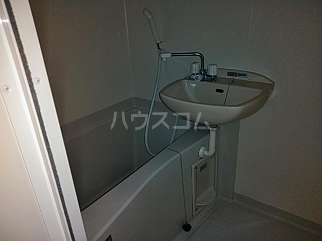 K corpo ナオイ 201号室の風呂