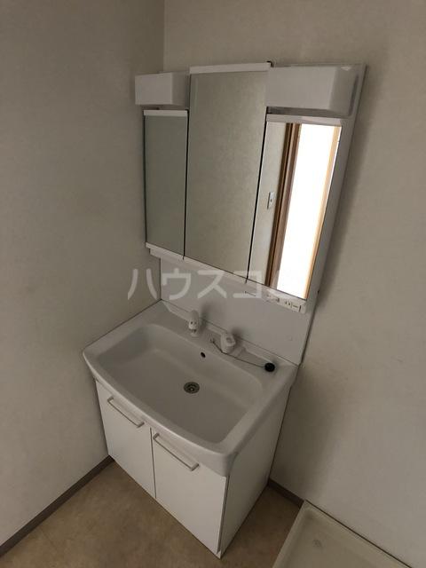 ウィステリアコート 301号室の収納