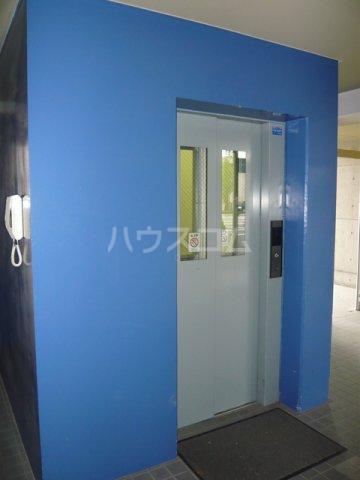 メゾン・ドゥ・フォレ 505号室のエントランス