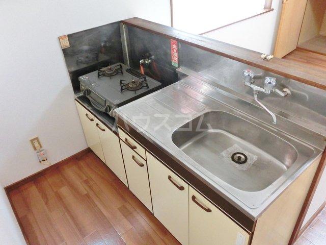 ホワイトタウン若宮 201号室のキッチン