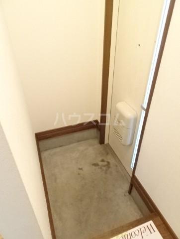 コーポM&I 202号室の玄関