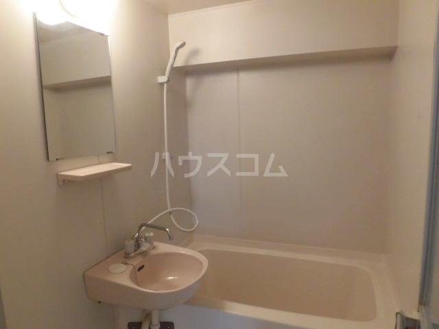 メゾン佳鳳楼 201号室の風呂