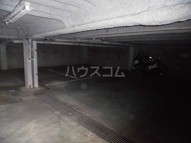 メゾン佳鳳楼 201号室の駐車場