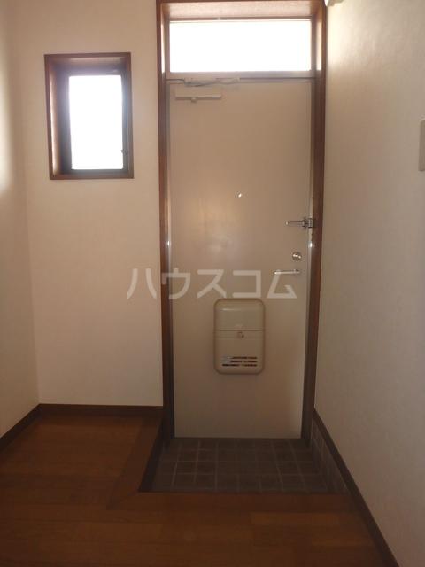 ロズマン・ジュネス 206号室の玄関