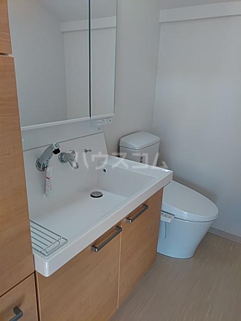 ウイン自由が丘 402号室の洗面所