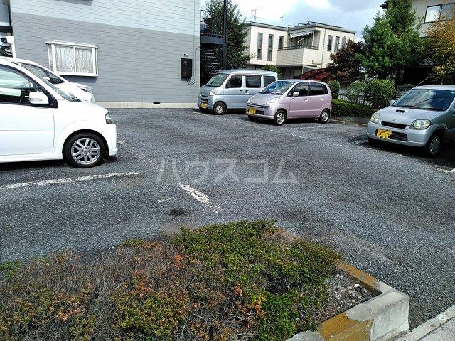 エルディムエンドウ 01030号室の駐車場