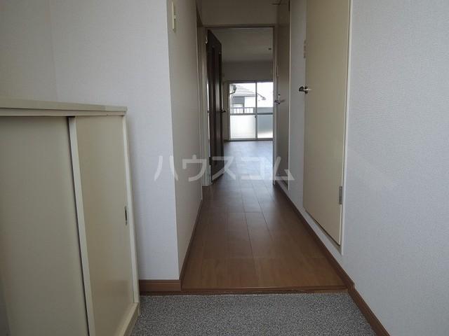 ファミリーステイツ3 03030号室の玄関