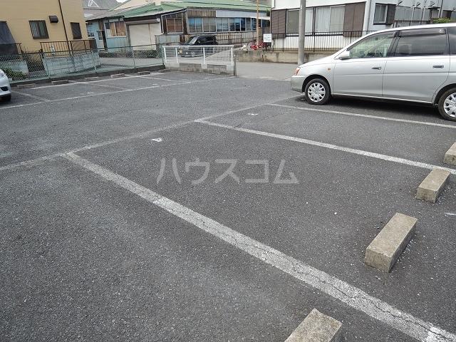 ファミリーステイツ3 03030号室の駐車場