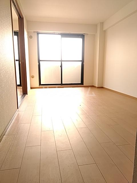 グランドゥールH 03030号室のリビング