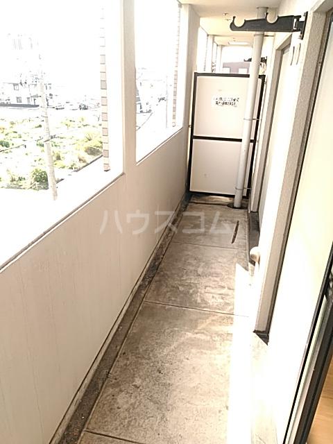 グランドゥールH 03030号室のバルコニー