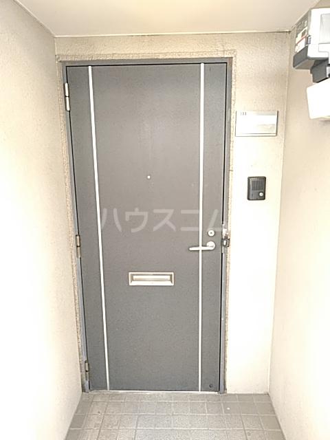 グランドゥールH 03030号室の玄関