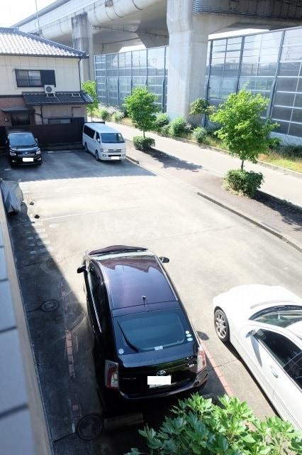 グランドゥールH 03040号室の駐車場