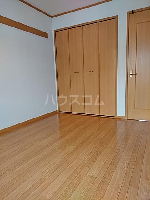 エクセレンテⅡ 02010号室の居室
