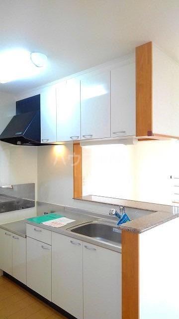 コンフォート スクエア B 02020号室のキッチン