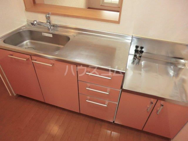 メゾン コリーヌ 02020号室のキッチン