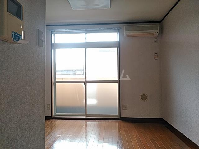 カーサシャルマン 02020号室のリビング