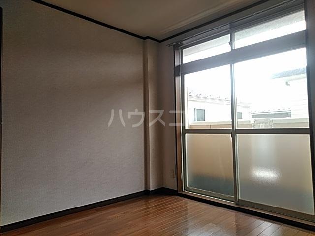 カーサシャルマン 02020号室の居室