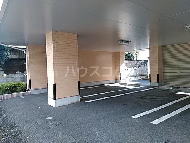 カーサシャルマン 02020号室の駐車場